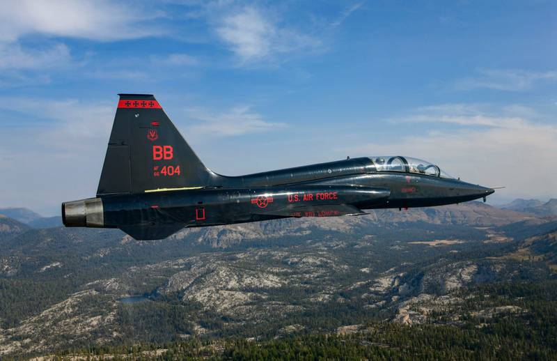 A T-38 Talon with the 1st Reconnaissance Squadron, Beale Air Force Base, California, performs a training mission over mountains in Eastern California, Oct. 9, 2020. The T-38A Talon is a twin-engine, supersonic jet trainer that is used for pilots to remain proficient. (Airman 1st Class Dakota C. LeGrand/Air Force)