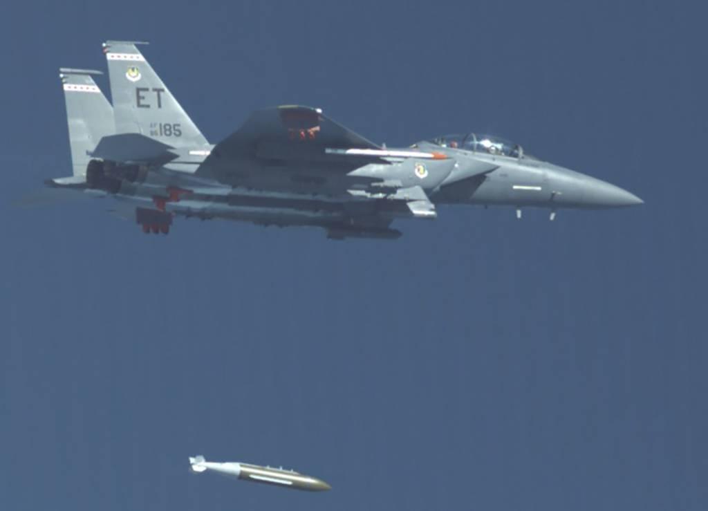 La Fuerza Aérea está probando una nueva bomba destructora de búnkeres que podría contrarrestar a Corea del Norte e Irán.